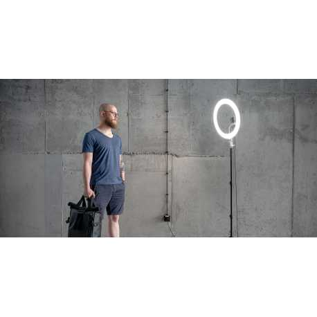 Newell RL-18A Arctic White WB (3200 K - 5500 K) LED ring with 140cm tripod